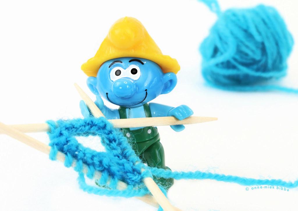 KNITTING MYSELF A NICE BLUE HAT