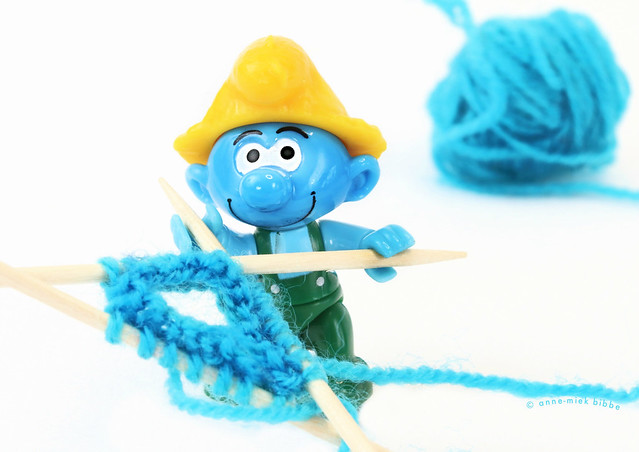 KNITTING MYSELF A NICE BLUE HAT