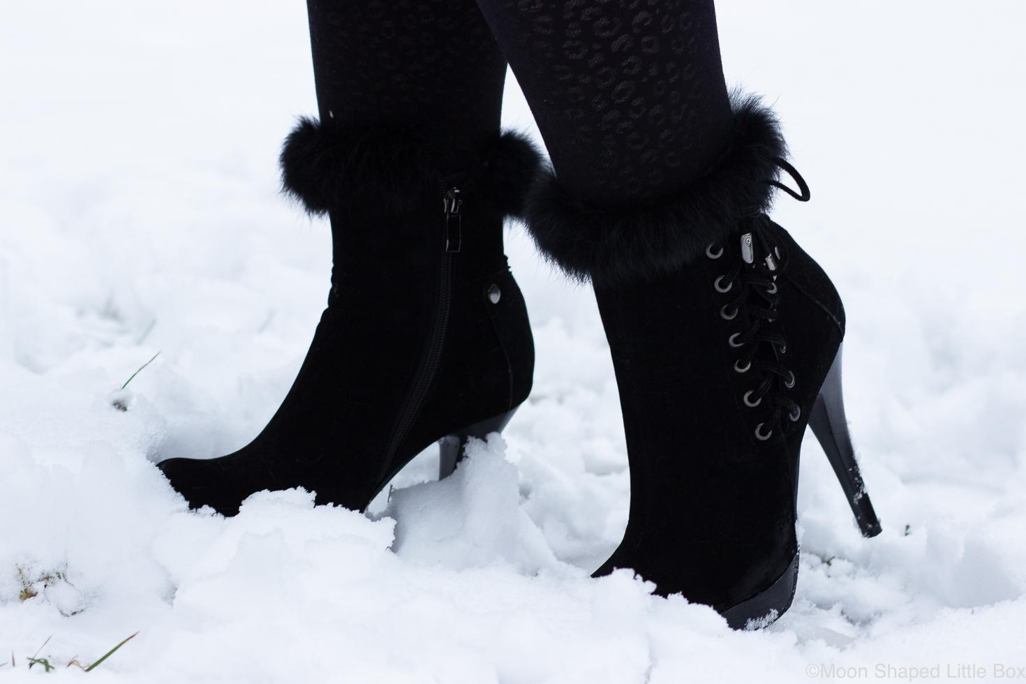 Mustat-korkeat-talvikengat