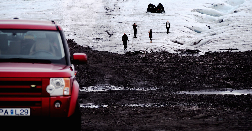 Islanti autolla ympäri