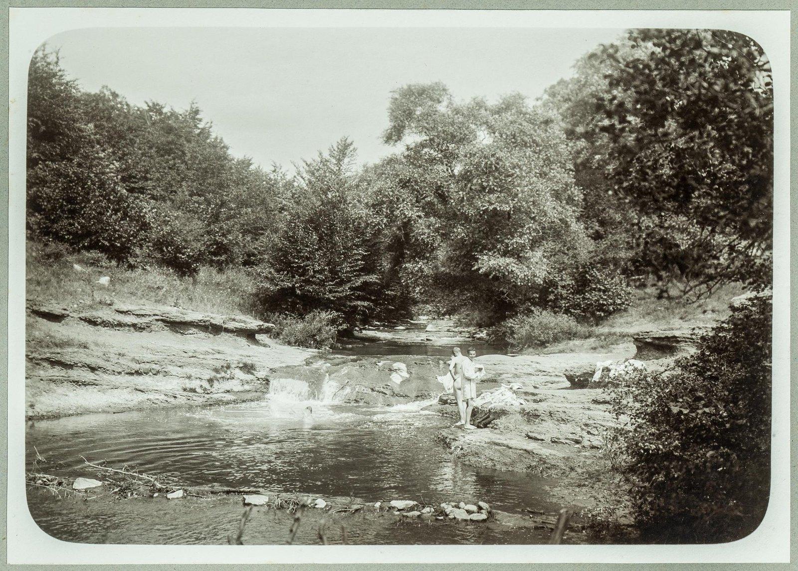11. Купание в речке
