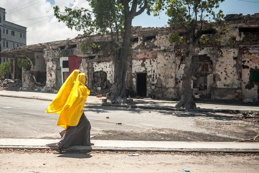 Women walking in the streets of Mogadishu, Somalia. CRISISGROUP/Richard Horsey