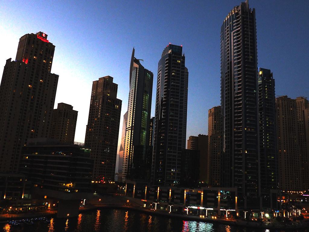 Dubai Marina illalla