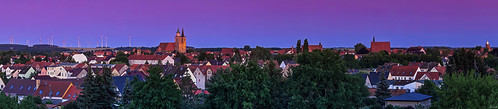jüterbog brandenburg deutschland teltowfläming panorama stadt kleinstadt skyline sonnenuntergang blauestunde gebäude architektur historisch st nikolai pano sunset abends heimatkunde kirchturm geschichte himmel windpark dächer dach tf blaue stunde horizont wohnen immobilien kirche dom turm