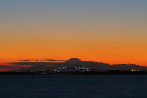 chiba japan mountain mtfuji sunset water tokyobay maihama tokyo tokyogatebridge bridge magichour