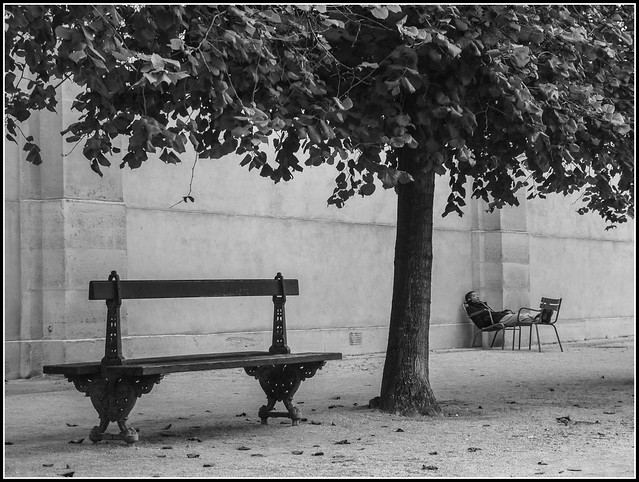 PARIS - LA SIESTE
