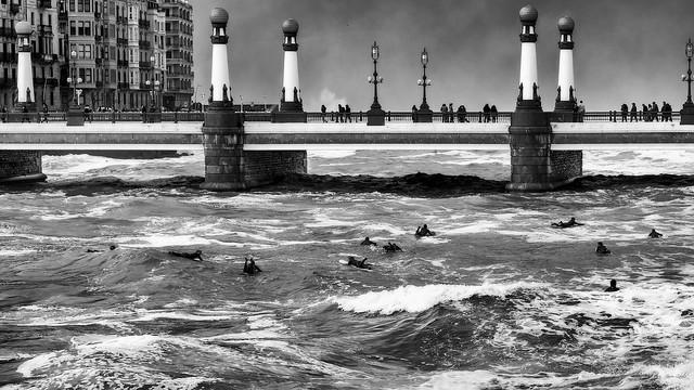 Surf y marejada en B/N