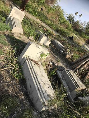 Graven, waarschijnlijk van geallieerde militairen. Geen opschriften leesbaar.