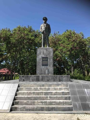 Standbeeld Douglas MacArthur, Zum Zum eiland