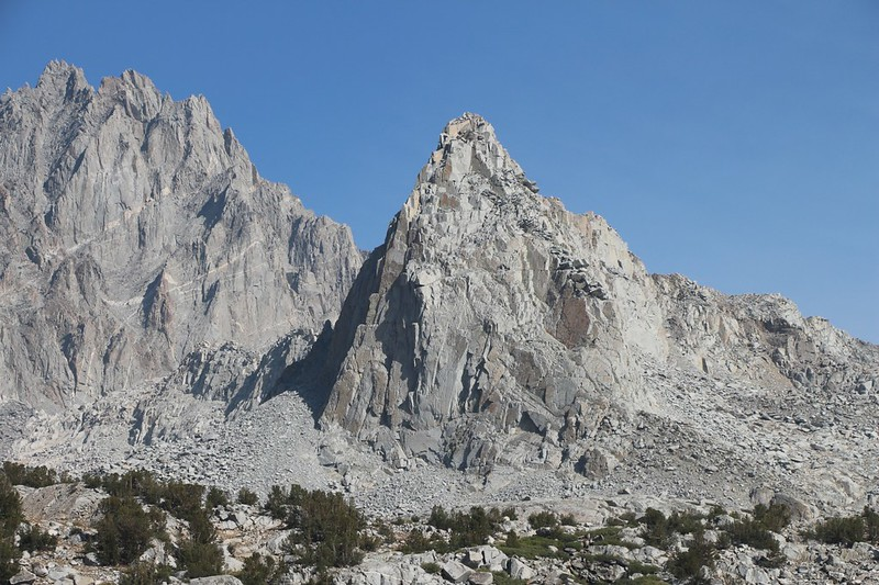 Zoomed-in view of North Palisade (14242 ft) and Isosceles Peak (center, 12321 ft) from the Bishop Pass Trail