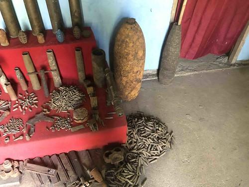 Verschillende soorten munitie, verzameld door de heer Muhli Eso.