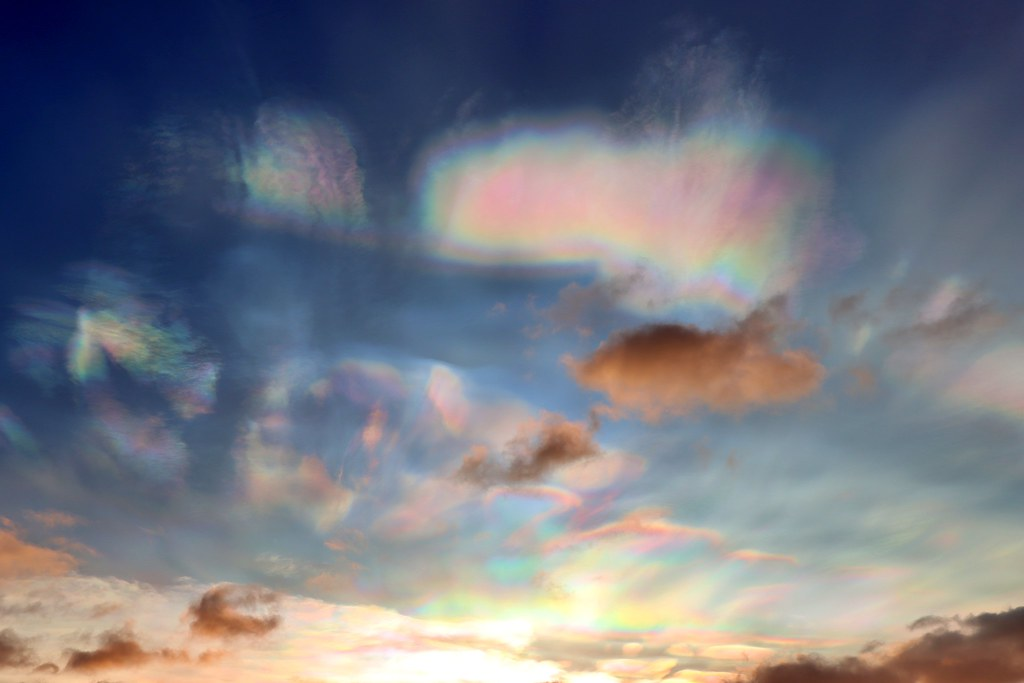 Mother-of-pearl clouds 4