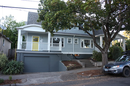 Duplex with fresh paint job!