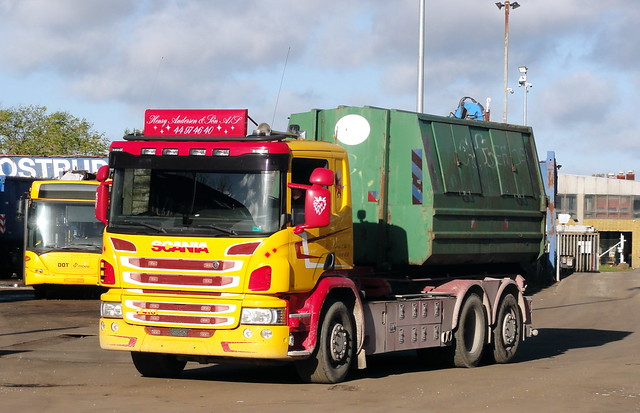 Scania P410 has lost its front numberplate but is still at work