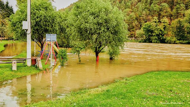 Lagano izlijevanje rijeke Kupe iz korita u Blaževcima