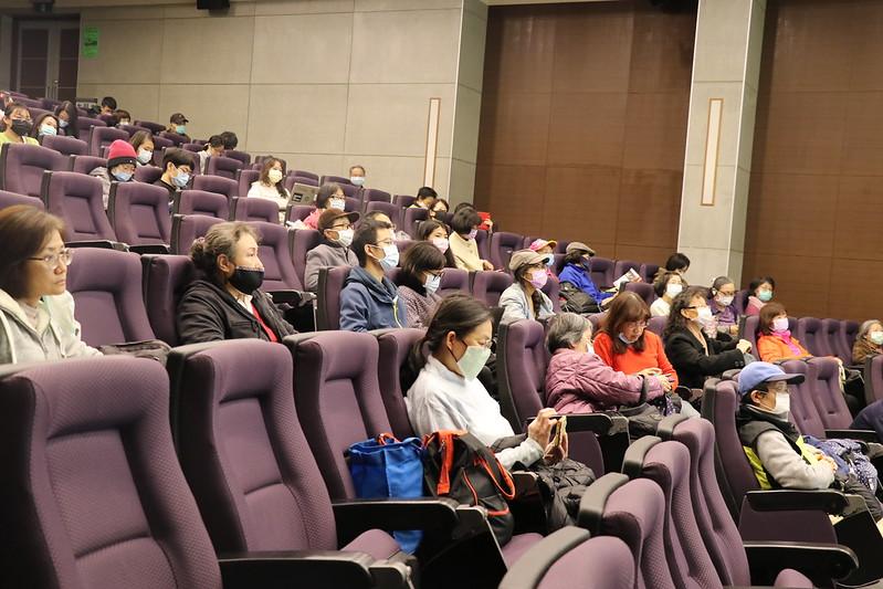 期間有許多外校人士參與人文電影節。圖/廖郁菁攝