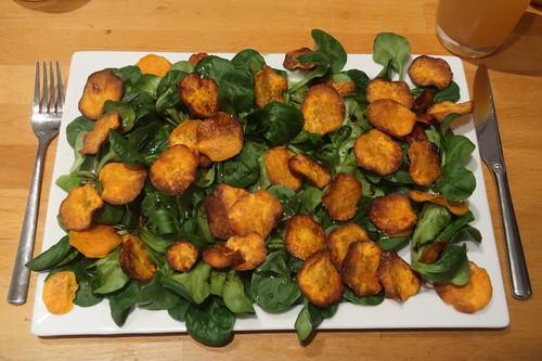 Feldsalat mit Süßkartoffelchips (meine Portion)