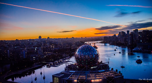 2020 bc britishcolumbia cropped nikon nikond750 nikonfx tedmcgrath tedsphotos vancouver vancouverbc vancouvercity vignetting scienceworld dome water bluesky blue bluehour contrail vaportrail condensationtrail cambiebridge falsecreek falsecreekeast eastfalsecreek cans2s sunset