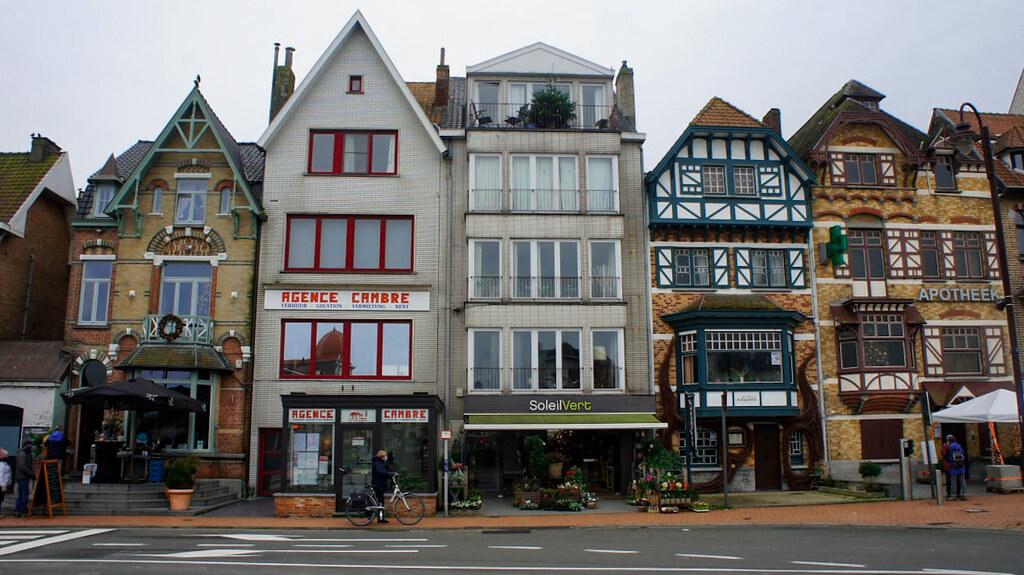 Pintorescos edificios en De Haan