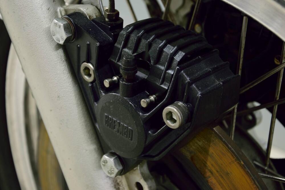 Moto Guzzi 750-S3 caliper 1