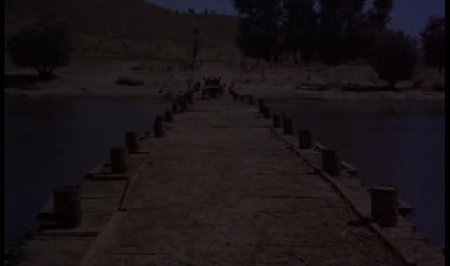 Puente sobre el Tajo. Fotograma de Orgullo y Pasión.