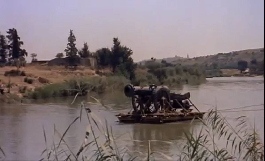 Cañón en el Tajo con Toledo al fondo. Fotograma de Orgullo y Pasión (rodada en 1956)