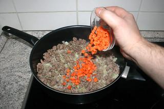 10 - Add carrot/ Möhre adieren