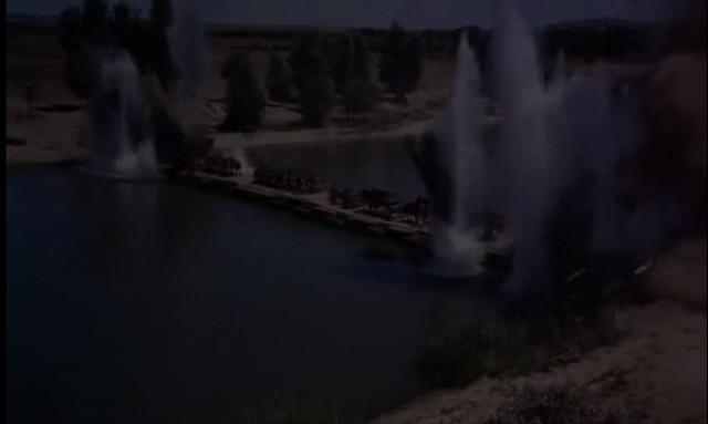 Voladura del puente sobre el Tajo. Fotograma de Orgullo y Pasión.