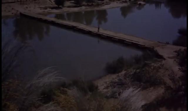 Puente sobre el Tajo. Fotograma de Orgullo y Pasión (rodado en 1956)