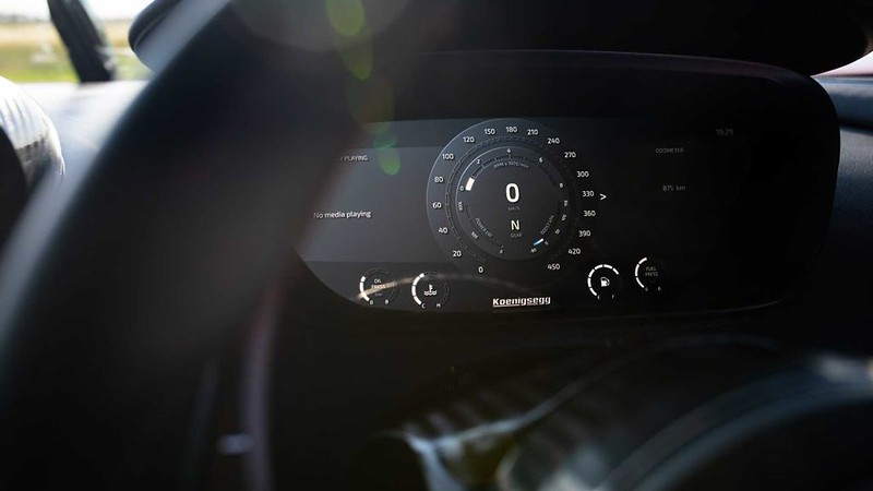 koenigsegg-agera-rs-refinement-front-instrument-cluster