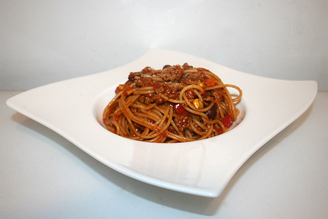 34 - Spaghetti con Carne - Side view / Seitenansicht