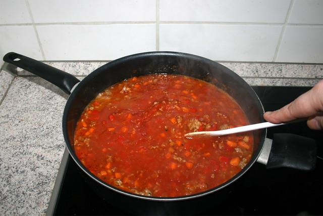 21 - Stir & mince tomatoes / Tomaten verrühren & zerkleinern