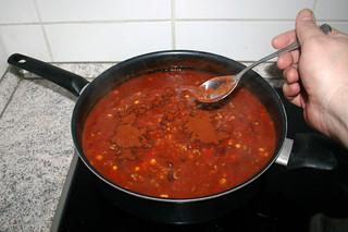 28 - Stir in paprika / Paprika einrühren