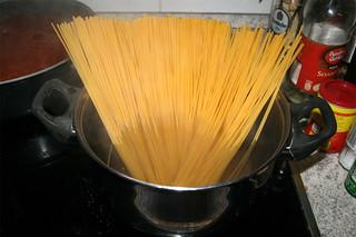 26 - Cook spaghetti / Spaghetti-kochen
