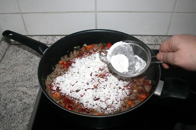 18 - Intersperse with flour / Mit Mehl bestäuben