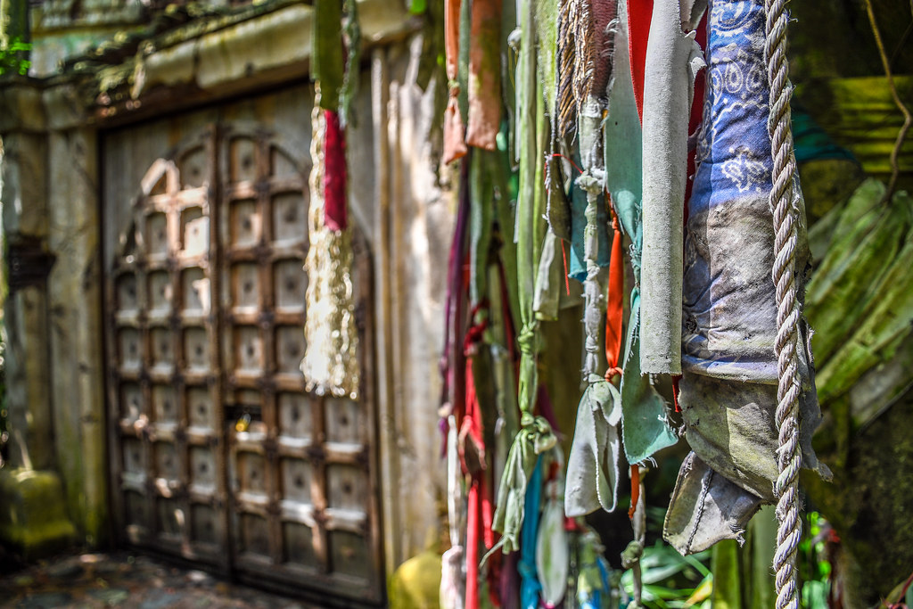 Prayer flags door AK