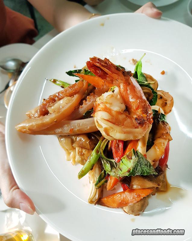 bangkok jay fai fried drunken noodles