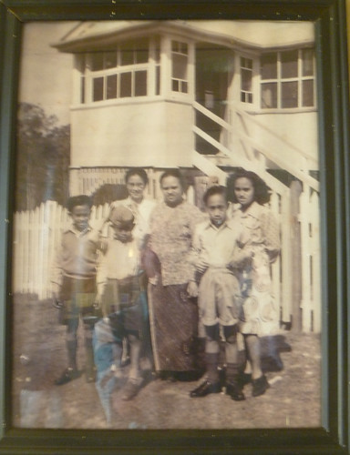 The Sultan's Family outside their Queensland home