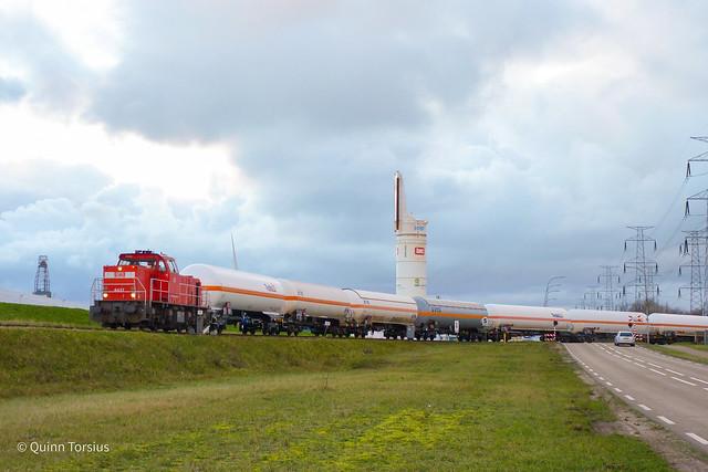 DB 6437 aan het rangeren met gasketelwagens naar Vopak