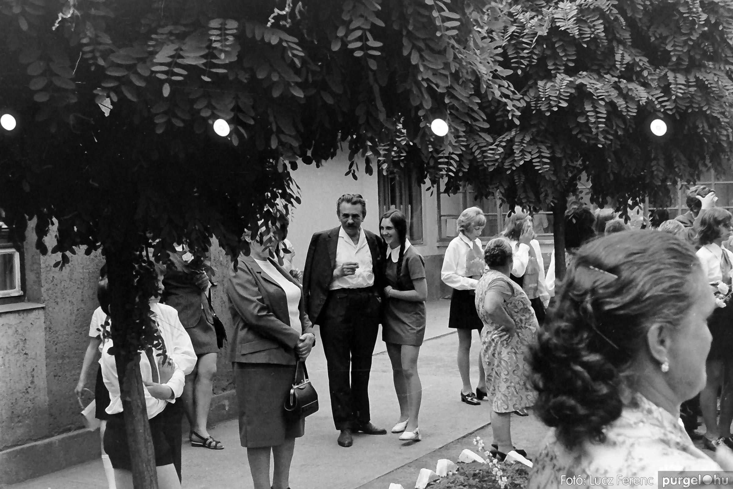 001 1972.05.27. Ballagás a szegvári iskolában 035 - Fotó: Lucz Ferenc - IMG01057q.jpg