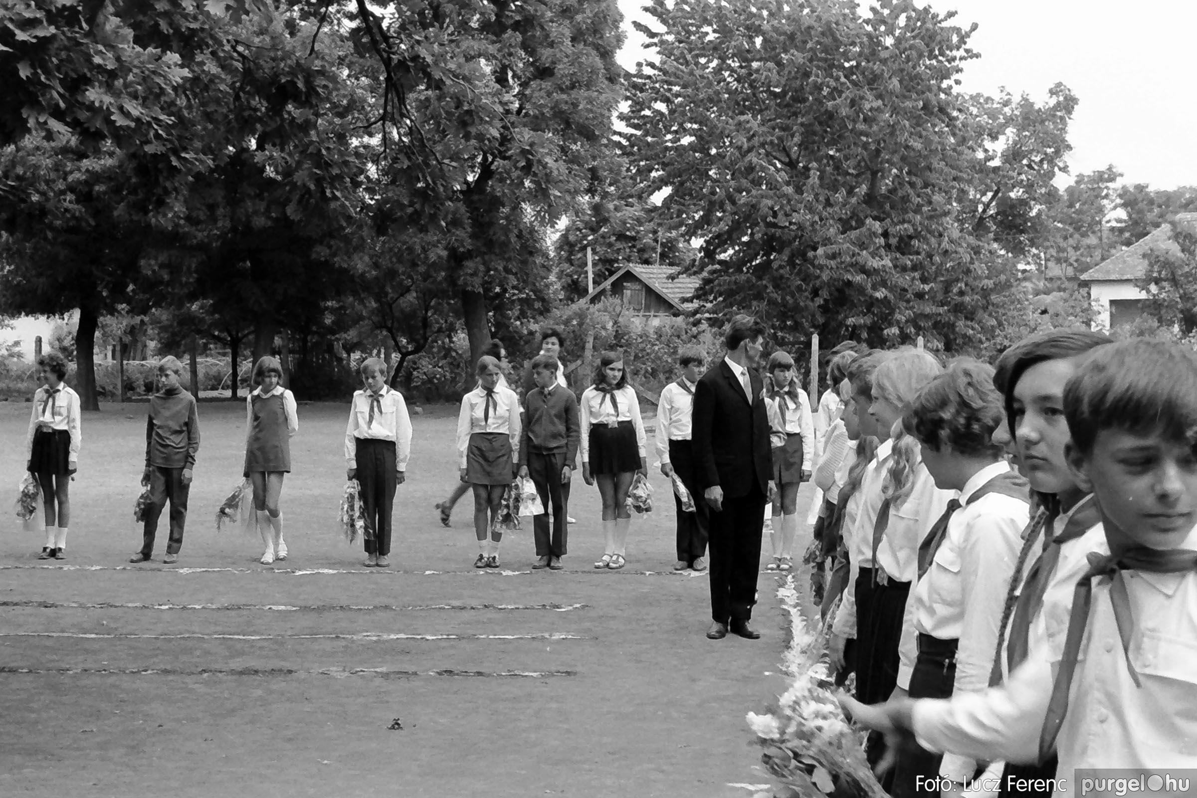 001 1972.05.27. Ballagás a szegvári iskolában 015 - Fotó: Lucz Ferenc - IMG01072q.jpg