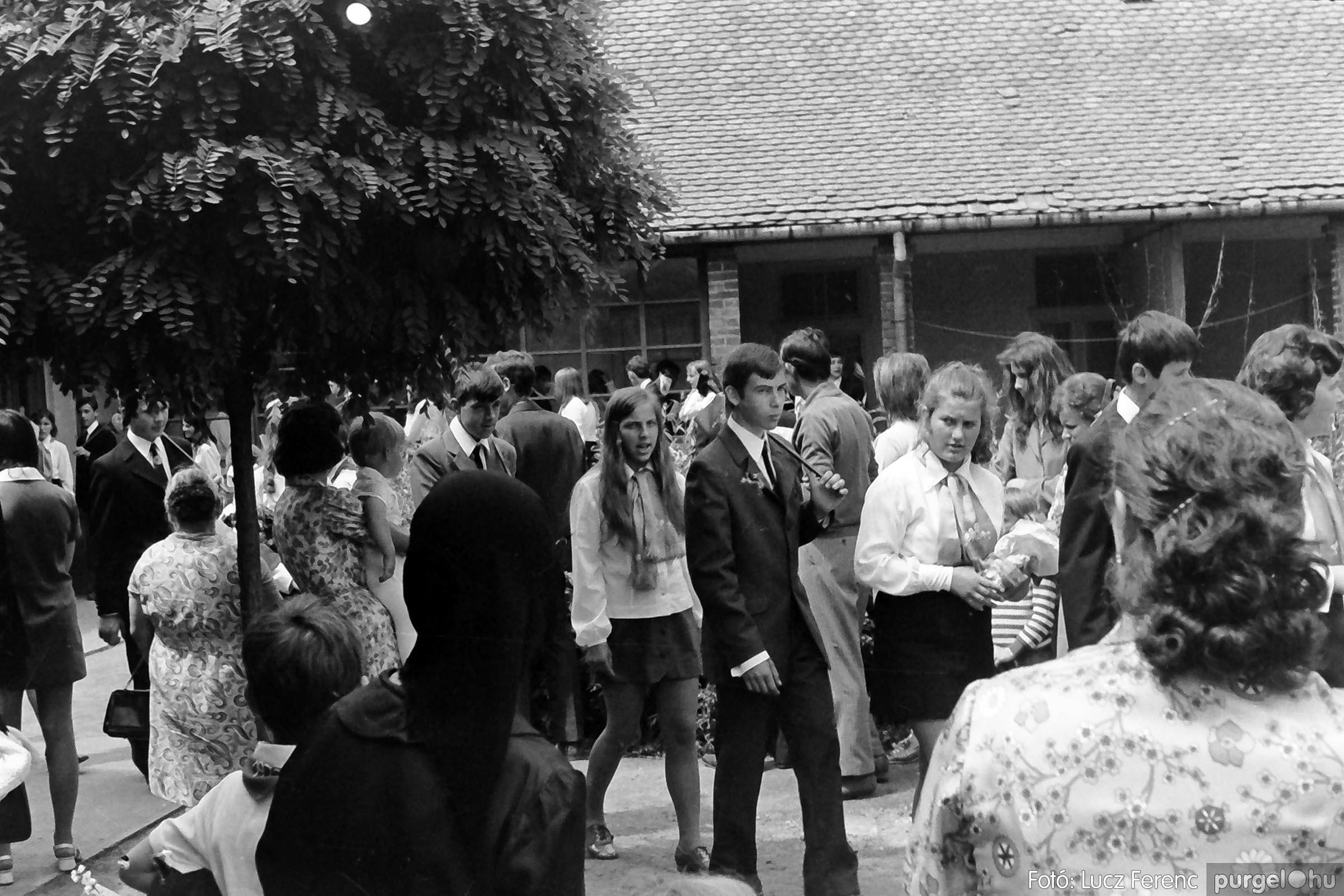 001 1972.05.27. Ballagás a szegvári iskolában 003 - Fotó: Lucz Ferenc - IMG01060q.jpg