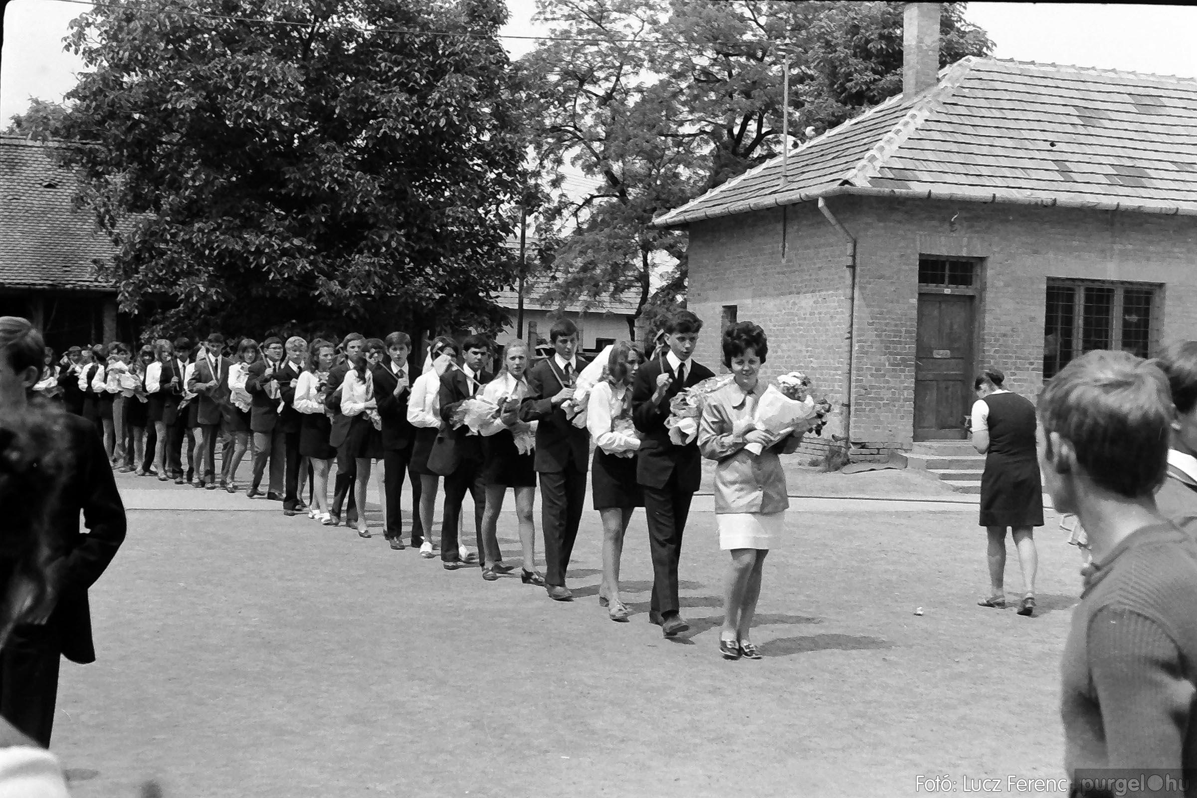 001 1972.05.27. Ballagás a szegvári iskolában 033 - Fotó: Lucz Ferenc - IMG01055q.jpg