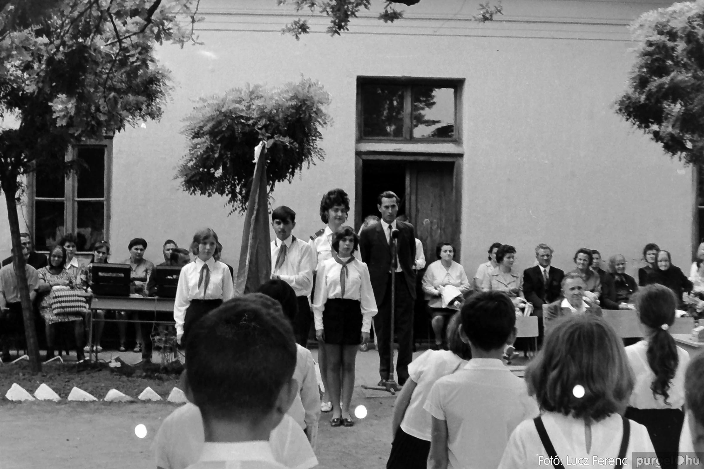 001 1972.05.27. Ballagás a szegvári iskolában 017 - Fotó: Lucz Ferenc - IMG01074q.jpg