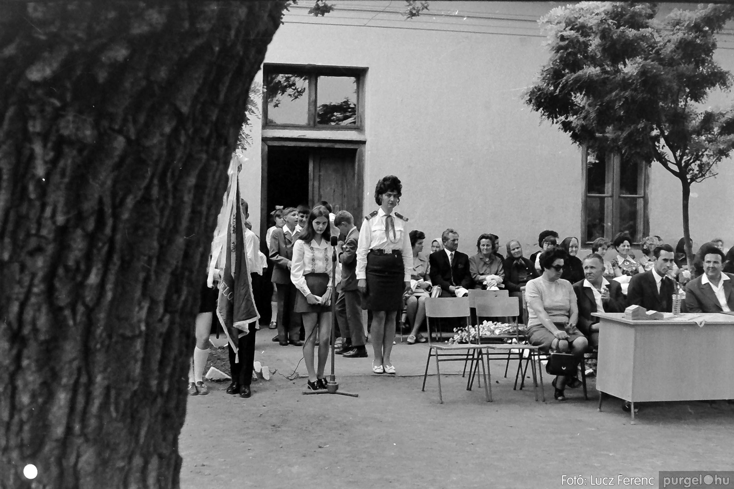 001 1972.05.27. Ballagás a szegvári iskolában 009 - Fotó: Lucz Ferenc - IMG01066q.jpg