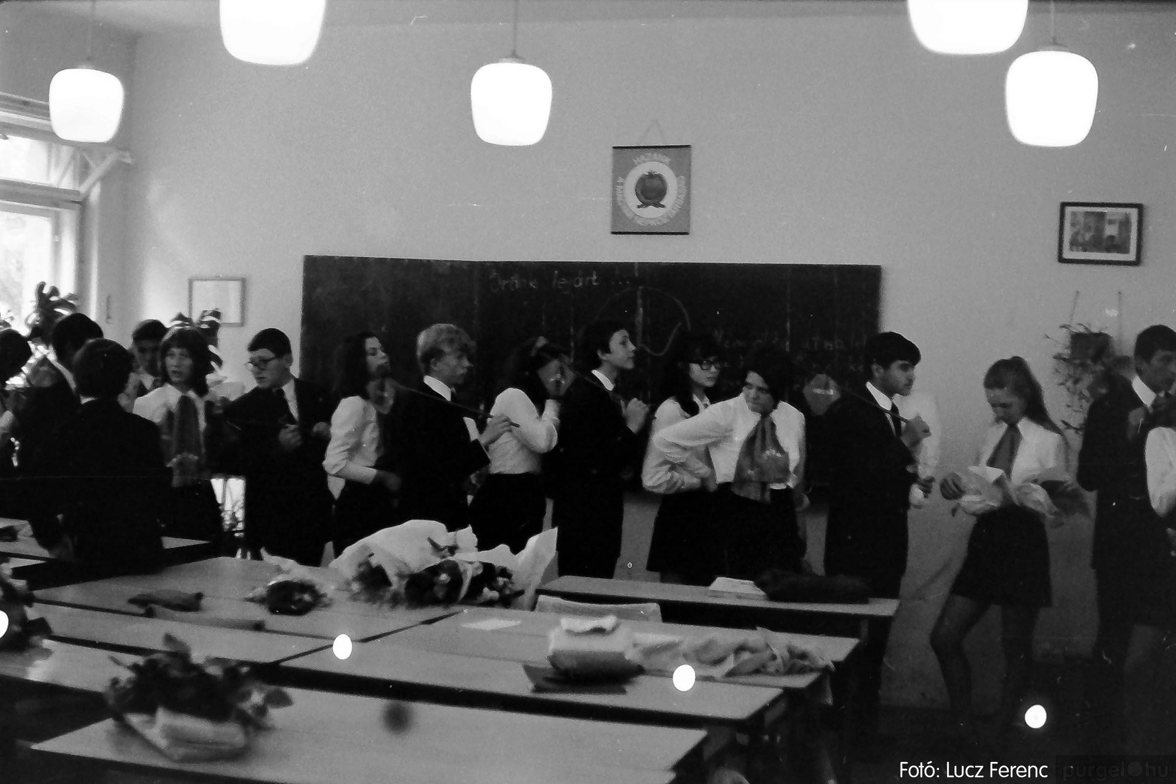 001 1972.05.27. Ballagás a szegvári iskolában 008 - Fotó: Lucz Ferenc - IMG01065q.jpg