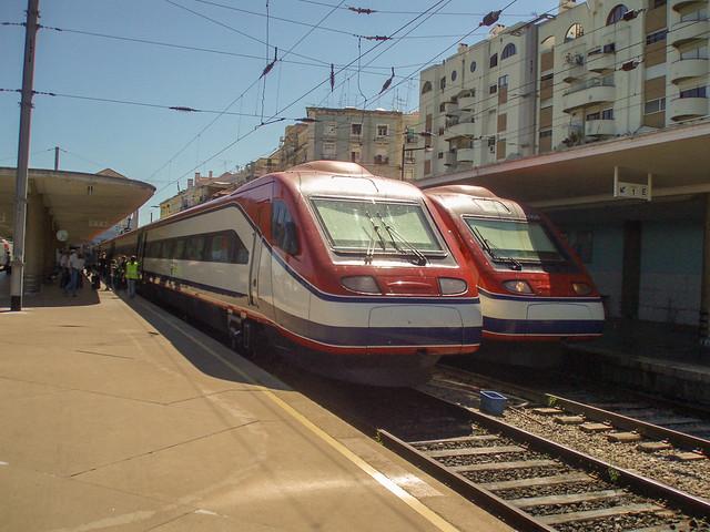 4002 & 4008, Long distance EMU's at Lisboa Santa Apolonia, 26 July 2008,
