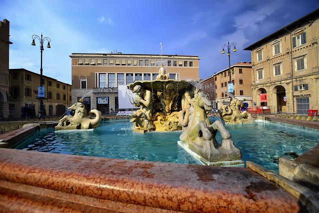 Fountain at Piazza del Popolo, Pesaro - Italia.