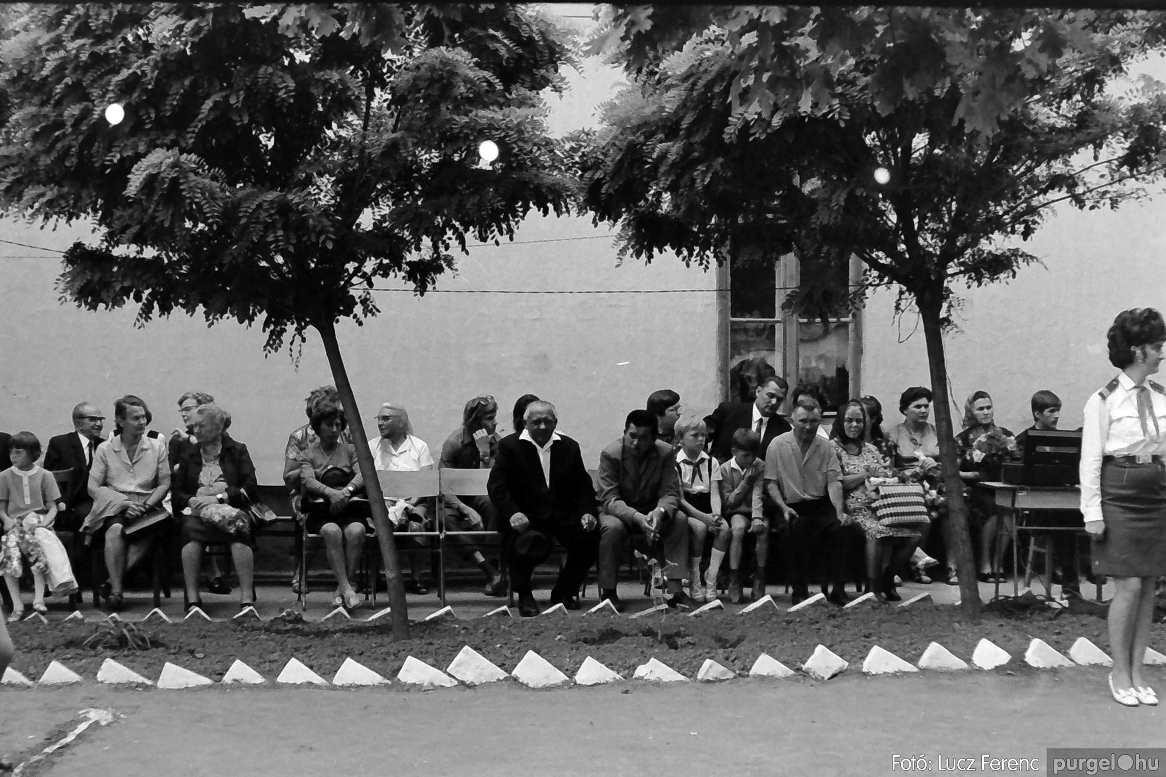 001 1972.05.27. Ballagás a szegvári iskolában 011 - Fotó: Lucz Ferenc - IMG01068q.jpg