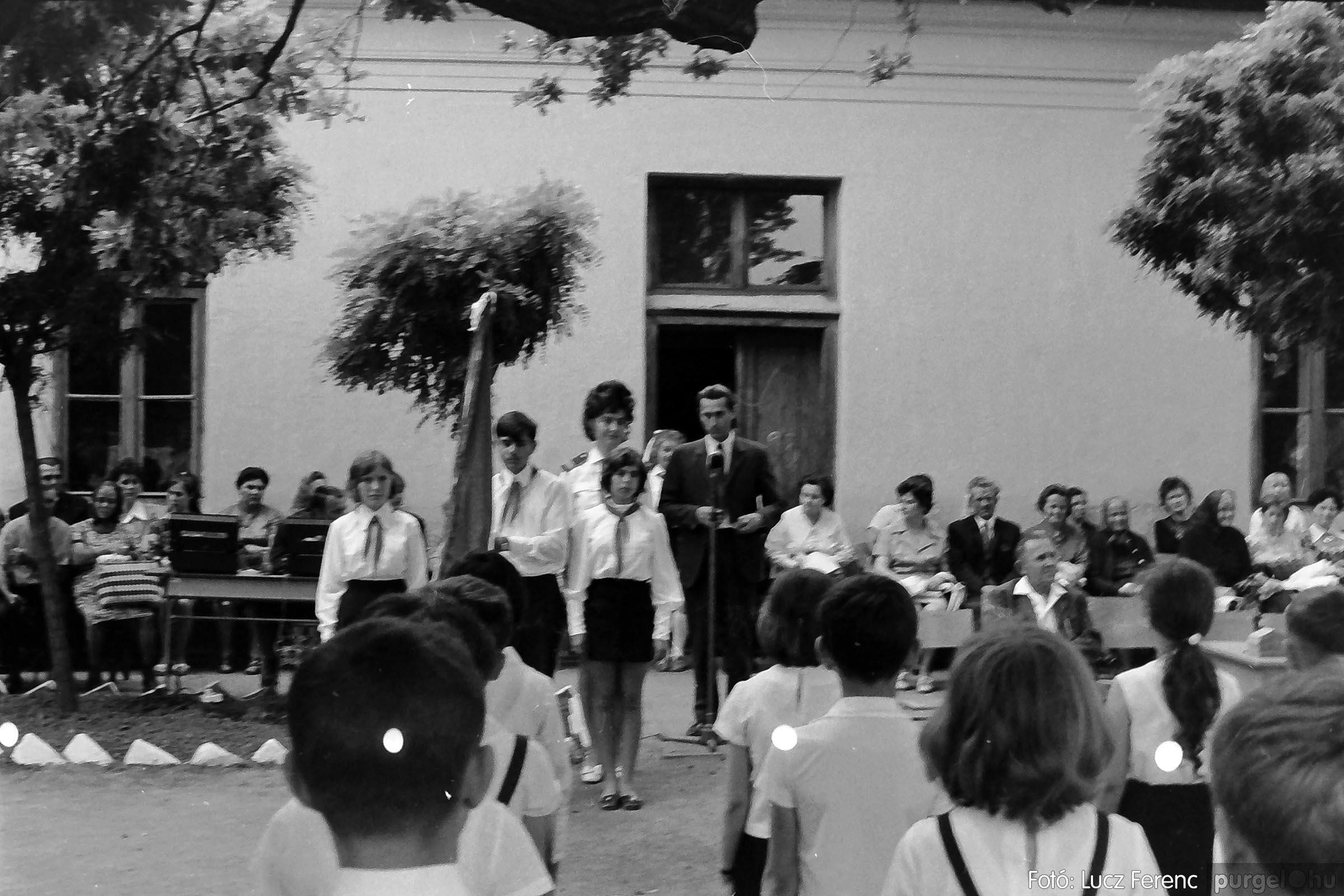 001 1972.05.27. Ballagás a szegvári iskolában 018 - Fotó: Lucz Ferenc - IMG01075q.jpg